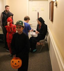 Door-to-door-halloween-2017-IMG_0263.JPG