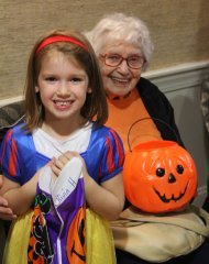 Kids-visiting-with-residents-on-Halloween-2017-IMG_0420.JPG