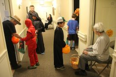 kids-going-door-to-door-------halloween-2017-IMG_0274.JPG